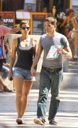Halle Berry y Olivier Martínez, paseando por Palma.
