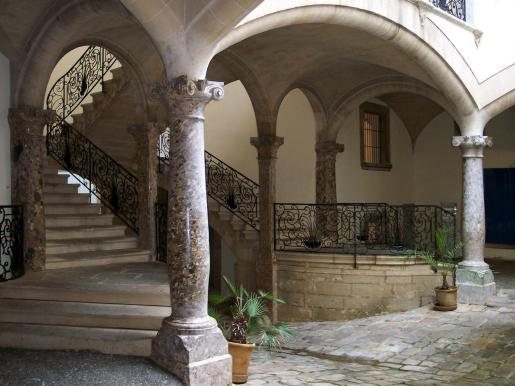 Imagen del patio interior del Casal Solleric.