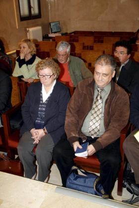 Antònia Ordinas y Arnaldus Mateo Van Den Hurk, durante la sesión de ayer.