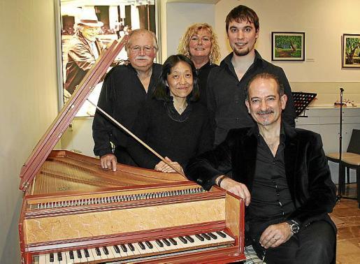 Rafael Estarás, Rumiko Harada, Genia Tobim, Gabriel Fiol y Miguel Brunet.