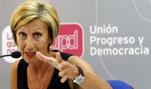 La líder de UPyD, Rosa Díez, durante una rueda de prensa, en una imagen de archivo.