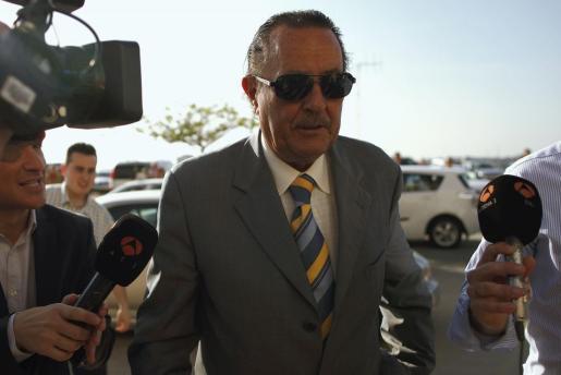 Julián Muñoz, a su llegada ayer a la Ciudad de la Justicia de Málaga, para conocer su última sentencia.