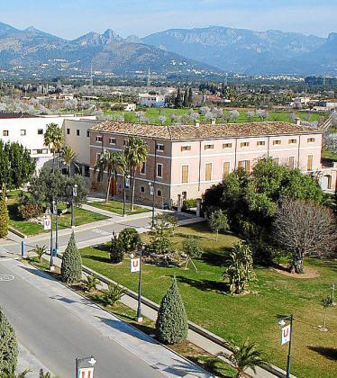 Imagen aérea del Rectorado de la Universitat..