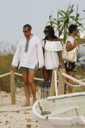 Naomi Campbell y su novio Vladislav Doronin, durante unas vacaciones en Formentera.