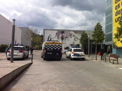 Aunque la protesta ha sido pacífica, la policía local ha hecho acto de presencia.