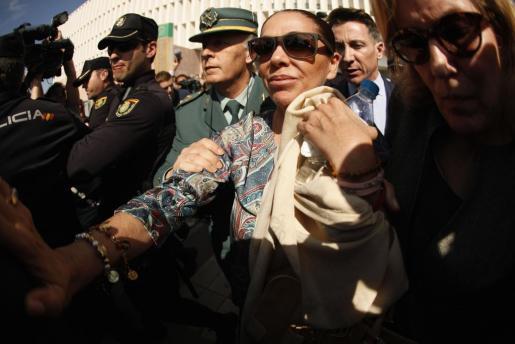 Pantoja, el día que se conoció la sentencia, a la salida de la Audiencia de Málaga.