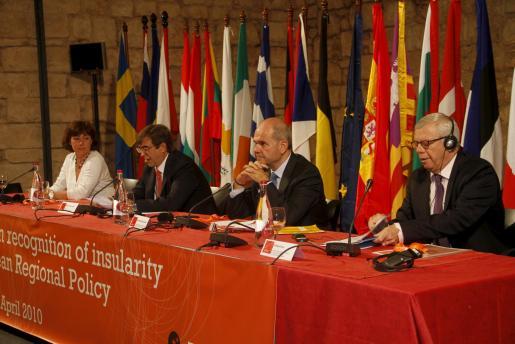 Chaves ha inaugurado hoy la cumbre «El reconocimiento de la insularidad en la Política Regional Europea» que se celebra en Palma.