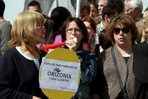 Los trabajadores han protestado estos últimos días frente a la sede de Orizonia para reclamar el pago de la nómina de marzo.