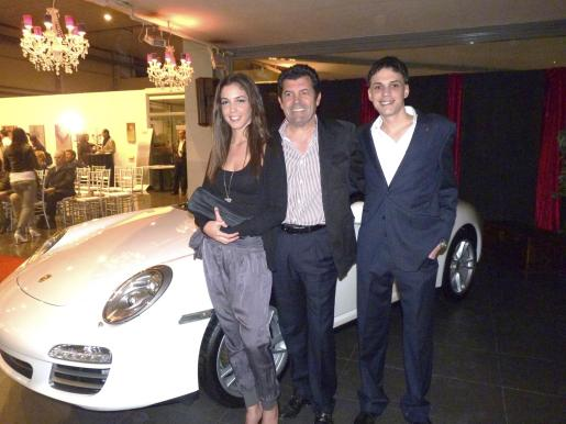 Gabriela, Gabriel y Tolo Planissi, de Porsche.