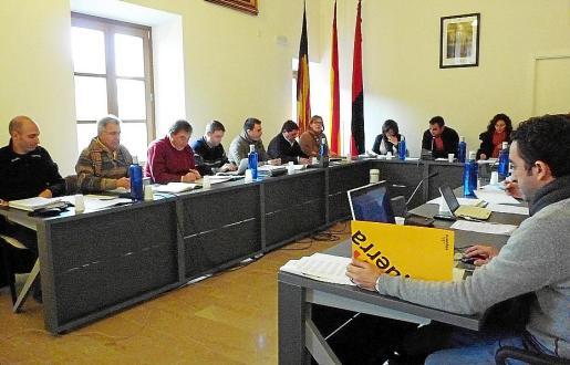 Los cinco partidos que forman la oposición denuncian la gestión del alcalde Cifre.