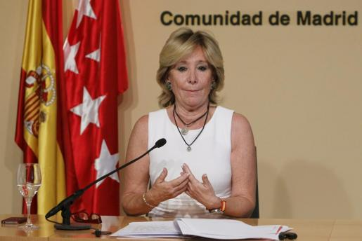 La presidenta de la Comunidad de Madrid, Esperanza Aguirre, durante una rueda de prensa.