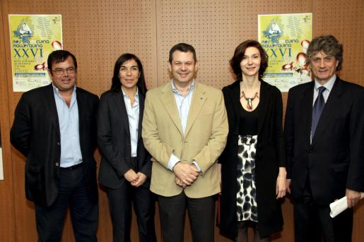 José Luís Sánchez, Pilar Carbonell, Antoni Mas, Isabel Oliver y Antoni Munar, en la presentación de la muestra.