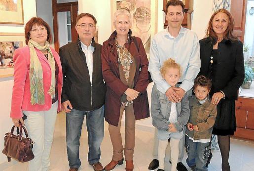 Catalina Marqués, José Vaquer, Visi Araujo, Juan Perelló, Margarita Forteza y los pequeños Mireia y Joan Andreu.