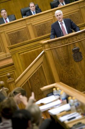 El presidente de Castilla-La Mancha, José María Barreda, durante su intervención en el pleno de las Cortes.