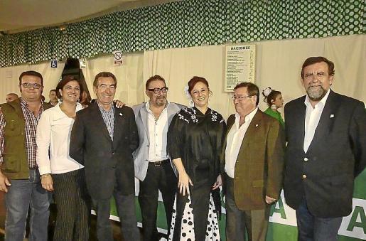 Lorenzo Riera, Josefina Hernández, Rafael del Rey, Manuel Robles, Lluïsa Costa, José Martínez, presidente de la casa de Andalucía, y Pedro Anaya.