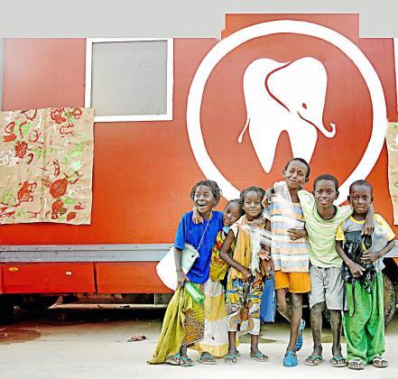 Niños que han participado en el programa de Dentistas sobre ruedas.