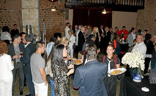 Momento del cóctel, antes de la premier del nuevo espectáculo y la celebración del 50 aniversario de Son Amar.