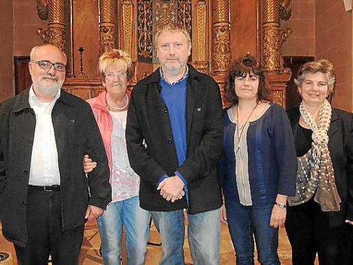 Los autores, Antoni Domingo y Pere Salas, junto a Merçé Puig, Carme Lorente y Xisca Salas.