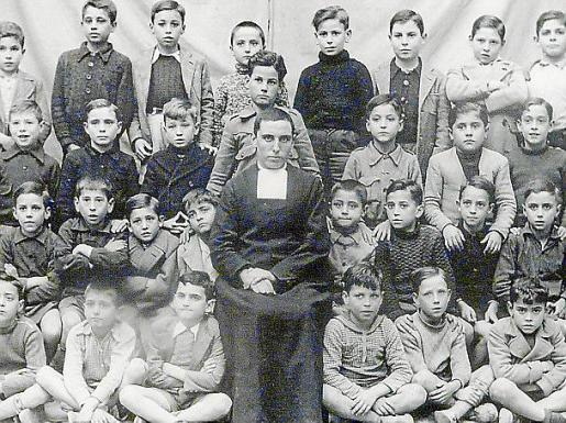 Imagen de un grupo de alumnos de la década de los 40.