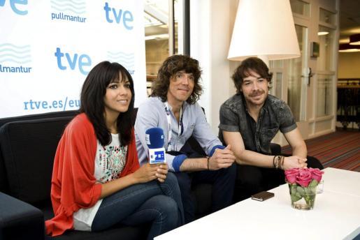 """Raquel del Rosario, Juan Luis Suárez y David Feito (de izda a dcha), los tres miembros del grupo """"El sueño de Morfeo""""."""