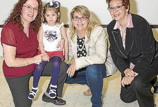 Lina Adrover, Fina Costa y Esther Calvo, en la entrega de premios del concurso modelo por un día