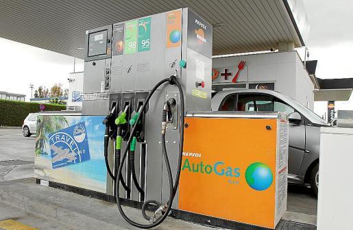 Punto de suministro en la gasolinera del aeropuerto de Palma.