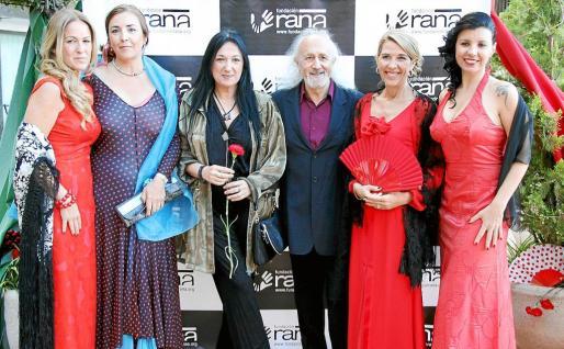 Patricia Moliné, Gema Izquierdo, Puy Oria, Moncho Armendáriz, Elisabeth Homberg y Beatriz Benavente, en el photocall.
