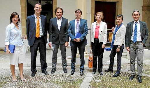 Silvia Rodríguez, Jordi Mora, Tolo Isern, Miguel Rubí, Luisa Fernanda Rodríguez, Carmen Serra y Gregorio Molina.