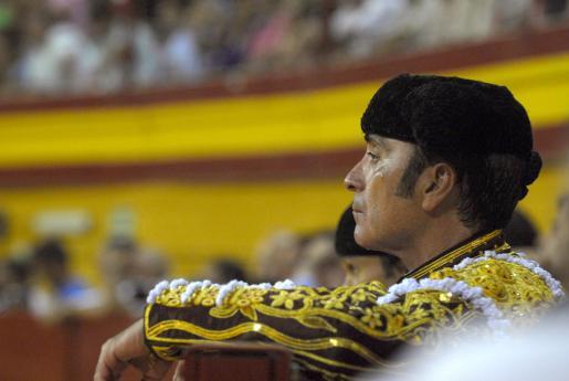 El diestro José Ortega Cano participa en la corrida de la Prensa celebrada en la plaza de toros de Atarfe (Granada), en la que ha compartido cartel con Julio Aparicio y Cayetano Rivera.