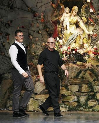 Los diseñadores italianos, Domenico Dolce (derecha) and Stefano Gabbana, durante uno de sus desfiles.