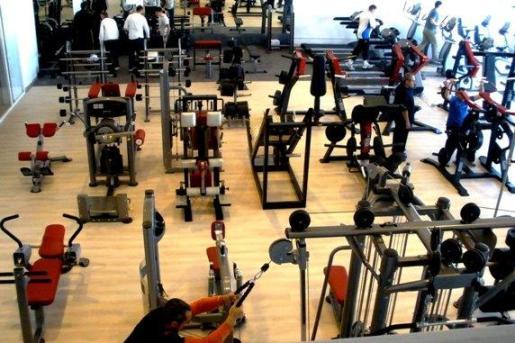 La sala de musculación del Gym Tonic está equipada con máquinas de última generación.