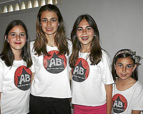 Victoria Krumova, Leonor Rovira, Claudia y Eva Olivares, de la academia de Ángela Bruno.