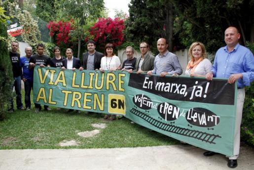 Varios partidos políticos han firmado hoy su compromiso de terminar el proyecto del tren de Llevant.