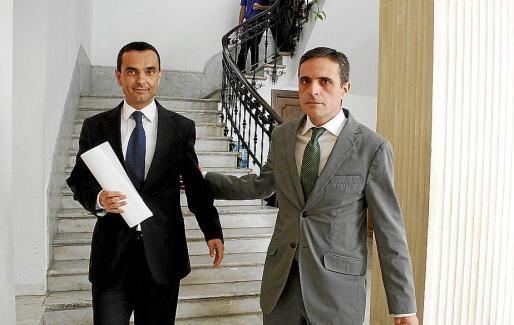 Joaquín García y José Vicente Marí, el día que anunciaron el aplazamiento de los tributos.