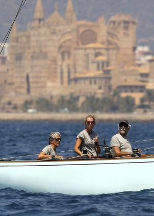 La infanta Elena disfruta de unos días de vacaciones en Marivent junto a la reina Sofía