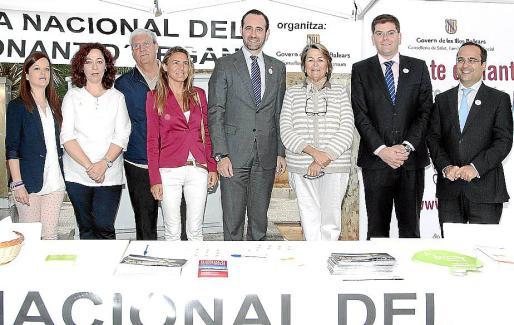 Las autoridades con los representantes de las asociaciones de donantes.