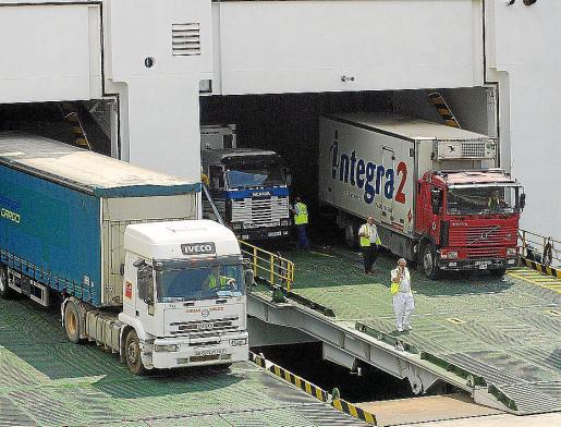 Los transportistas denuncian que les ponen trabas para acceder a algunos pueblos.