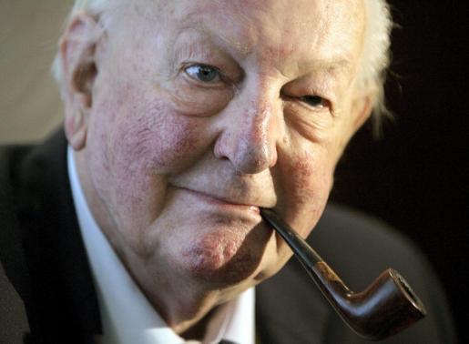 Fotografía de archivo (Barcelona, 9/10/2009) del escritor británico Tom Sharpe.