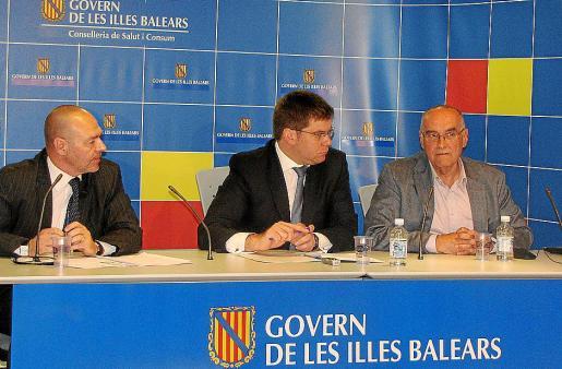 Miquel Tomàs, Martí Sansaloni y Enrique Benito explicando el programa.