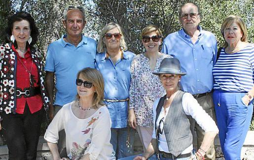 Elena Ruano, Rafa González-Moro, Rosa Jiménez, María Dolores Muñoz, Antonio de Pedro y Carmen Carreras. Agachadas: Antonia Sánchez y Mai Fernández de la Puente.