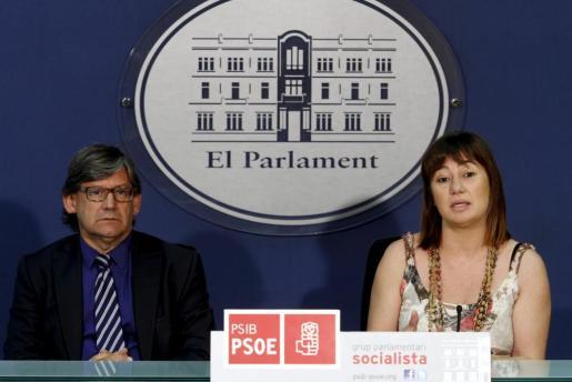 Vicenç Thomàs y Francina Armengol, en un momento de la rueda de prensa que han ofrecido hoy.