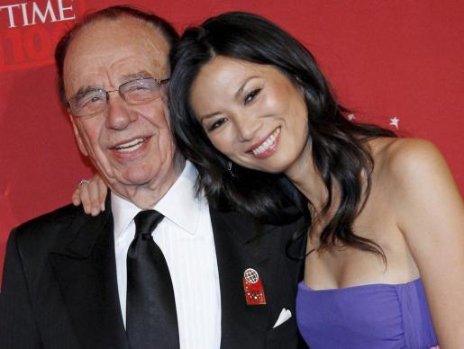Fotografía de archivo del pasado 8 de mayo de 2008 que muestra al magnate de los medios de comunicación Rupert Murdoch y a su mujer Wendi Deng.