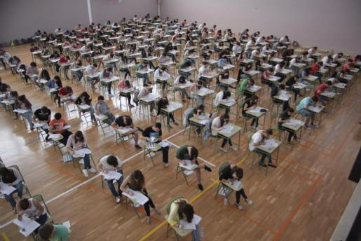 Los estudiantes, en un examen de Selectividad.