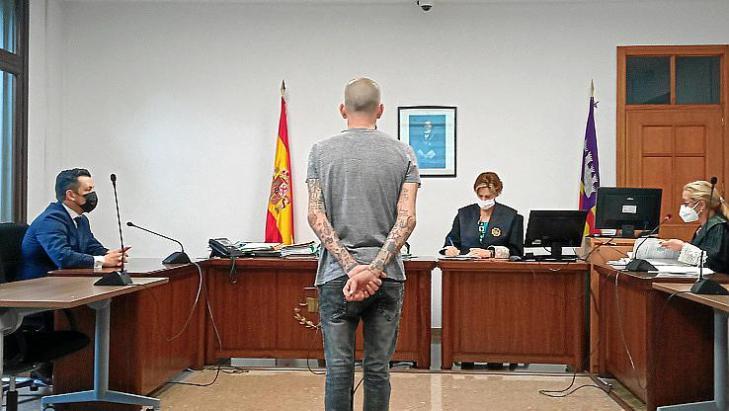 Prisión por robar en dos habitaciones en un hotel de Palma tras acceder por la azotea
