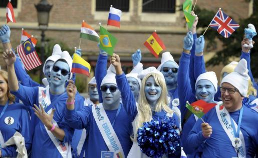 Los 'embajadores pitufos' ondean sus banderas en Bruselas.