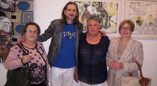 Sebastiana Oliver, el pintor José Aranda, la galerista de Matisos, Ana María; y Francisca Oliver.