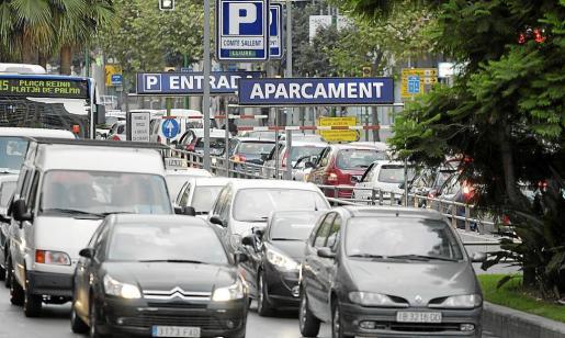 Imagen de archivo de tráfico muy denso en las Avingudes.