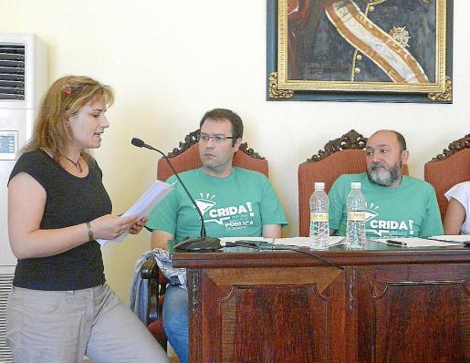 Elisabet Vaquer leyó un manifiesto de la Plataforma per l'Educació durante el pleno.