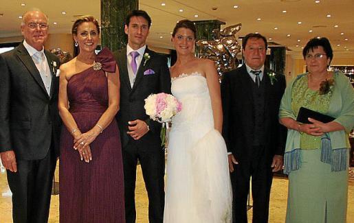 Juan Roqué y Odette Cabot con sus padres.