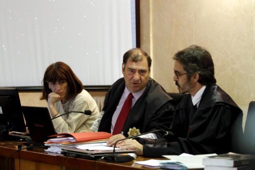 Juan Carrau, en el centro, ha realizado un firme alegato.